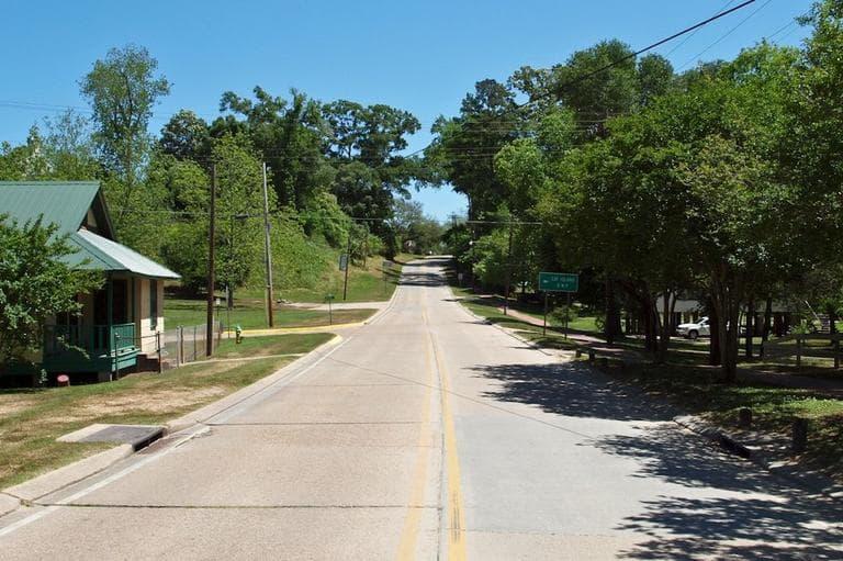 State Highway 10, St. Francisville, Louisiana, USA. (Flickr/Ben Herndon)