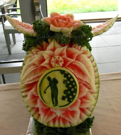 A golf-themed carving. (Courtesy of Ruben Arroco)