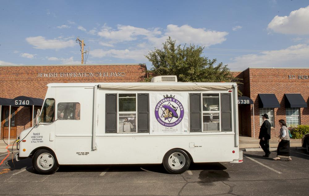 Conversos y Tacos is a gourmet kosher taco truck touring the streets of El Paso this summer. (Courtesy of Peter Svarzbein)