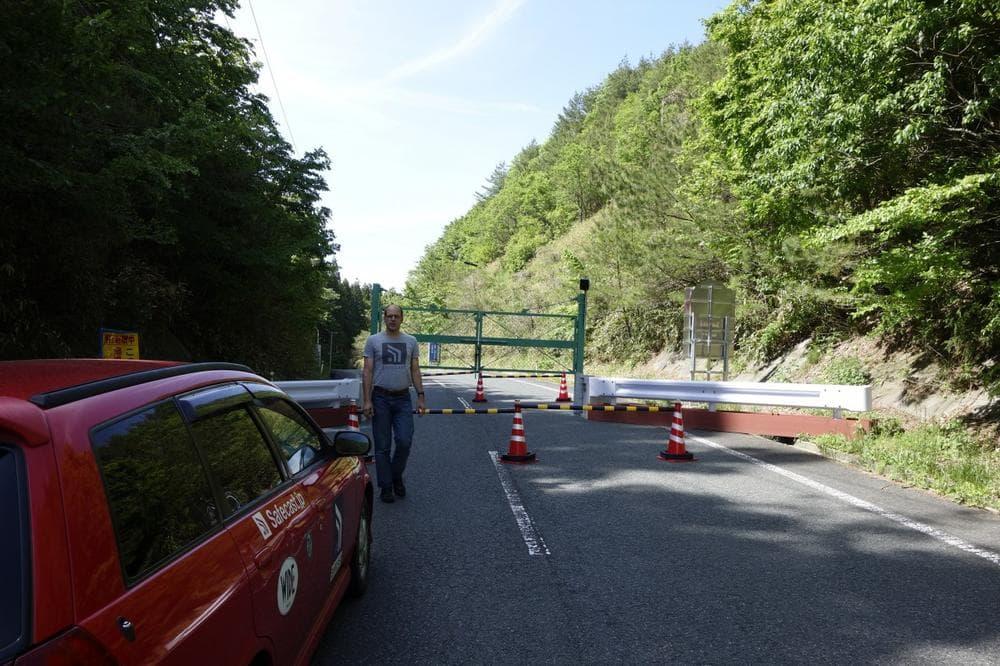 The Safecast volunteers hit a roadblock in the Fukushima evacuation zone. (Eliza Strickland/IEEE Spectrum)