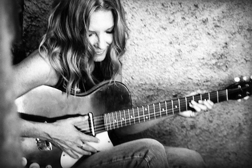 Singer and songwriter Bonnie Hayes.