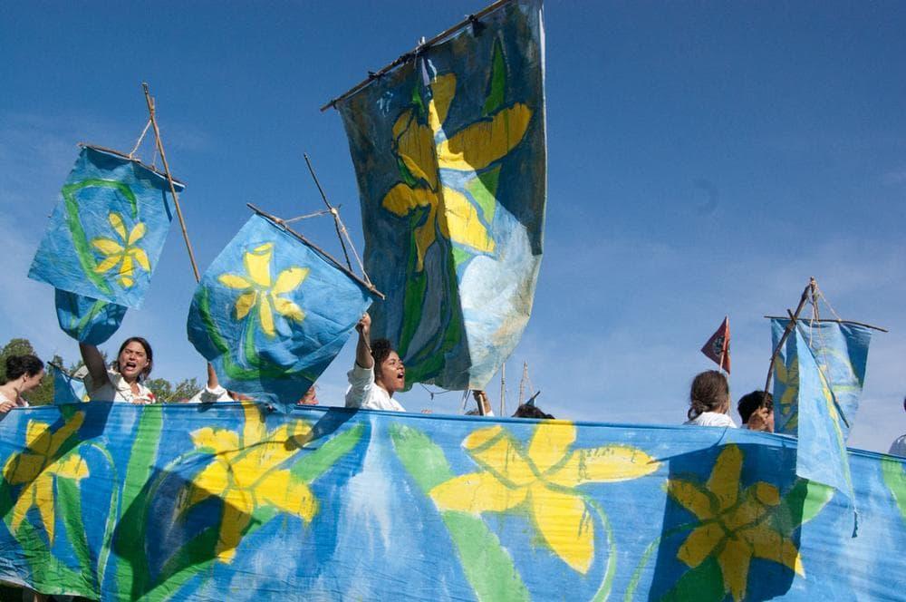 A daffodil ship sails through the circus. (Greg Cook)