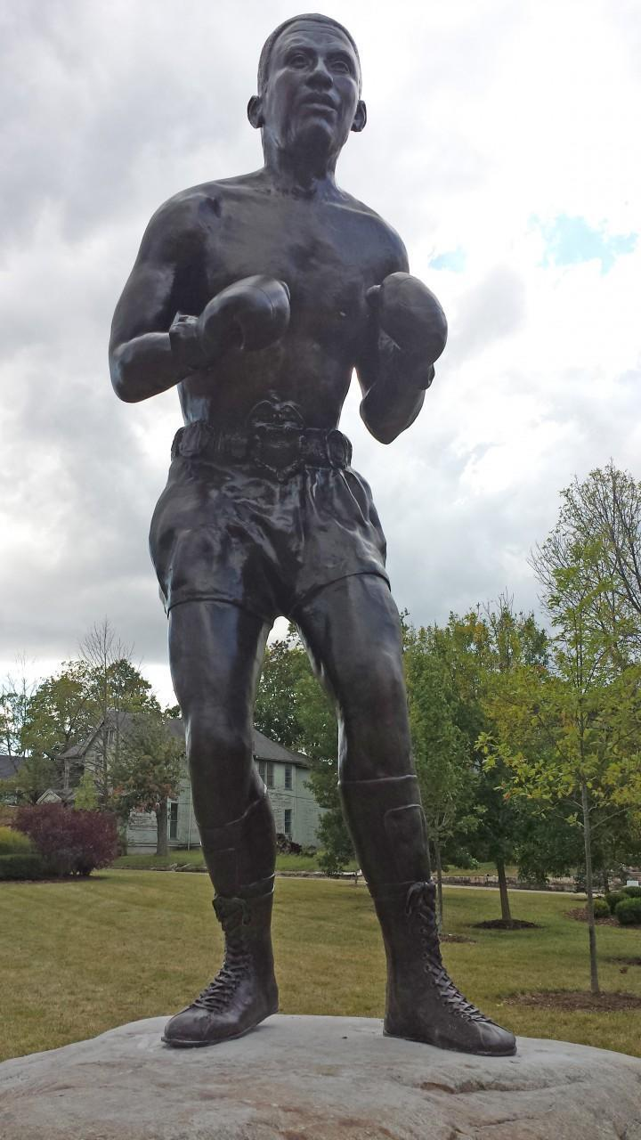 The bronze statue of Davey Moore, sculpted by Mike Major. (Mike Foley/Only A Game)