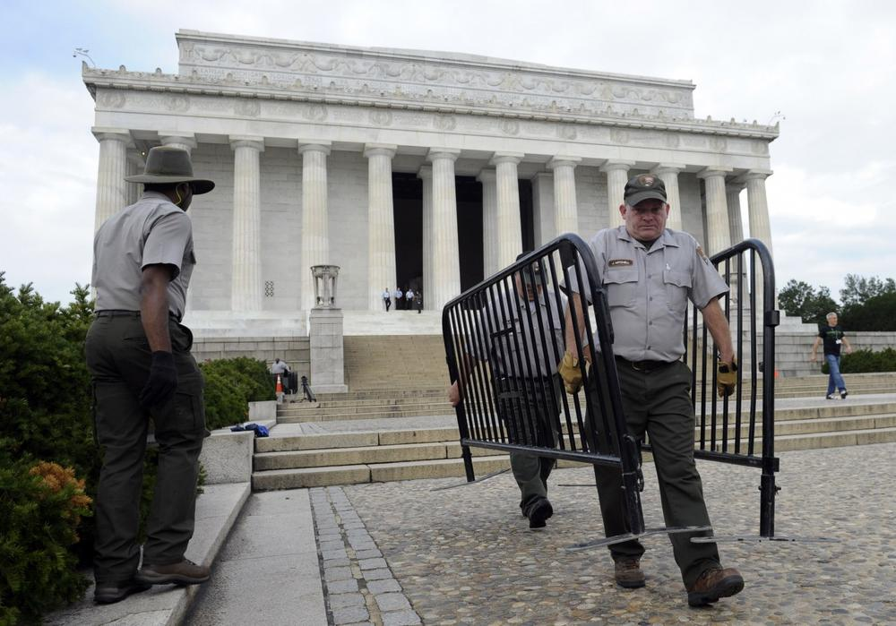 National Park Service employee James Mitchell, right, and others, remove barricades from the grounds of the Lincoln Memorial in Washington, Thursday, Oct. 17, 2013..(AP /Susan Walsh)