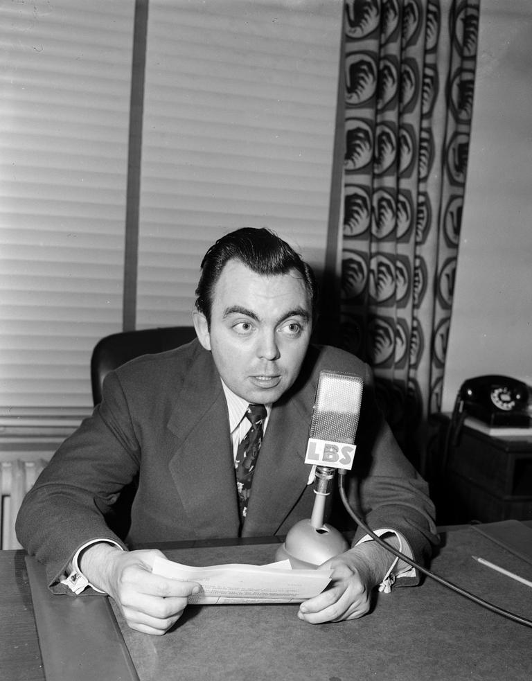 Gordon McLendon, President of the Liberty Broadcasting system, in 1952.(AP)