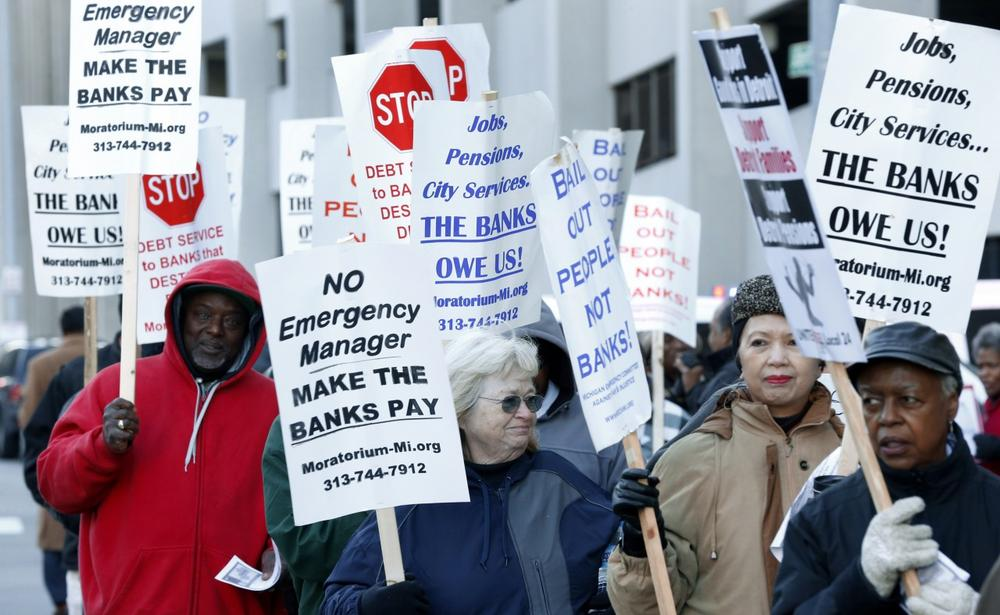 Protesters rally outside The Theodore Levin United States Courthouse in Detroit, Wednesday, Oct. 23, 2013. (Paul Sancya/AP)