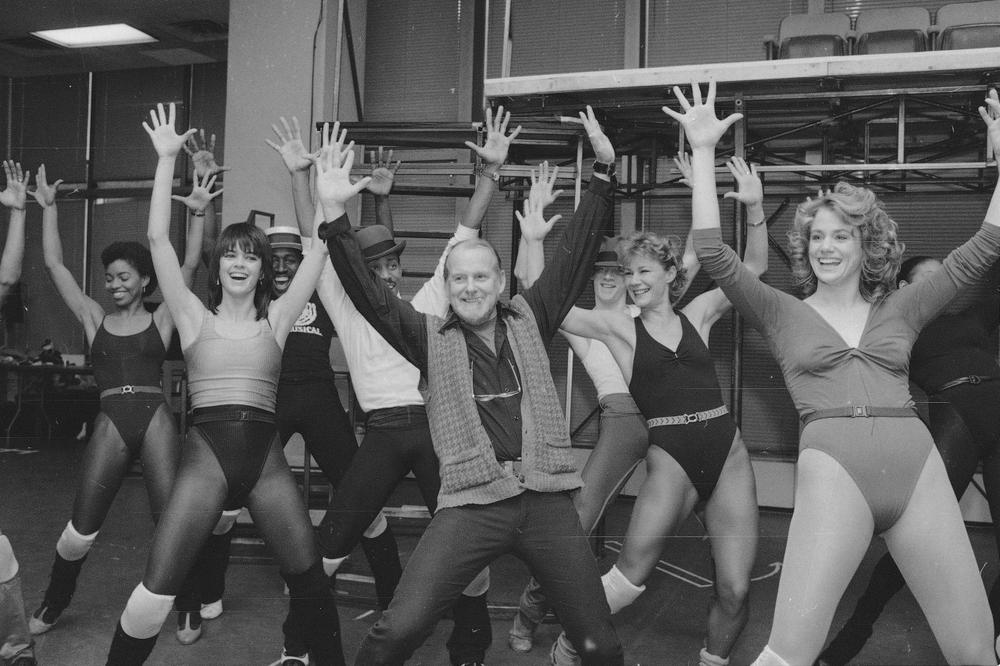 """Bob Fosse, center, leads the cast through an energetic dance number during a rehearsal of his musical """"Big Deal"""" at the Minskoff Rehearsal Studios on Broadway in New York, March 31, 1986. (AP)"""
