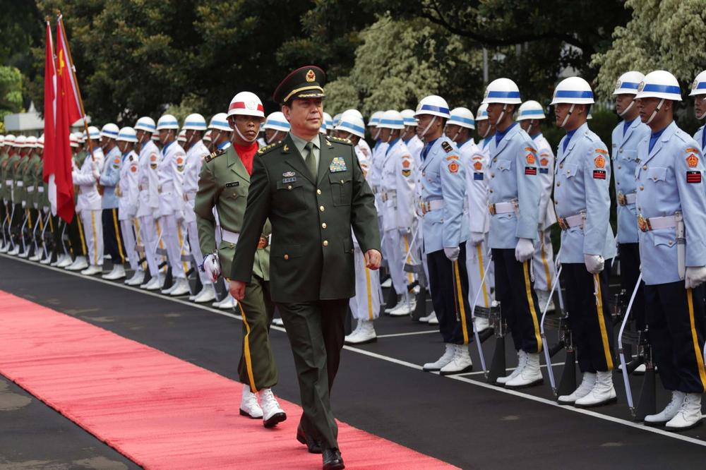 Chinese Defense Minister Chang Wanquan inspects a guard of honor during a welcome ceremony prior to a meeting with Indonesian Defense Minister Purnomo Yusgiantoro in Jakarta, Indonesia, Monday, Dec. 16, 2013. (AP)