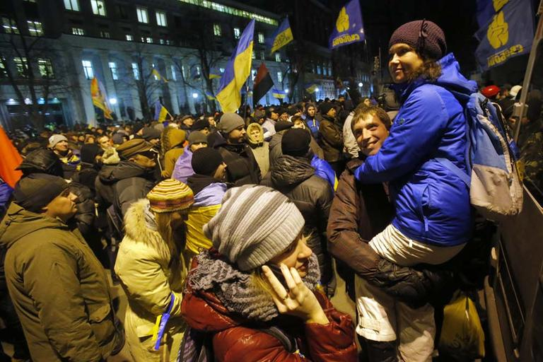 People rally outside of the presidential administration building in downtown Kiev, Ukraine, on Tuesday, Dec. 3, 2013. Ukraine's opposition failed to force out the government with a parliamentary no-confidence vote Tuesday, leaving political tensions unresolved and a potential standoff between protesters and the country's leaders looming. (AP)