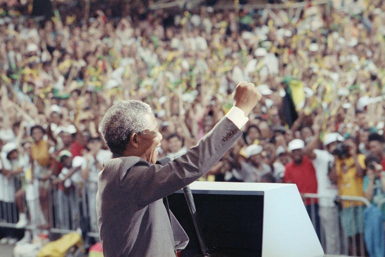 Nelson Mandela salutes the crowd at the Esplanade in Boston on June 23, 1990, where more than 200,000 people gathered to see him. (David Longstreth/AP)