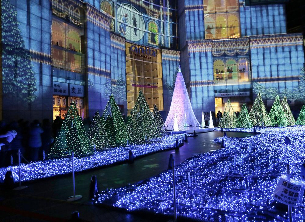 Christmas illuminations at Tokyo's Shiodome district on Dec. 22, 2012.(AP Photo/Itsuo Inouye)