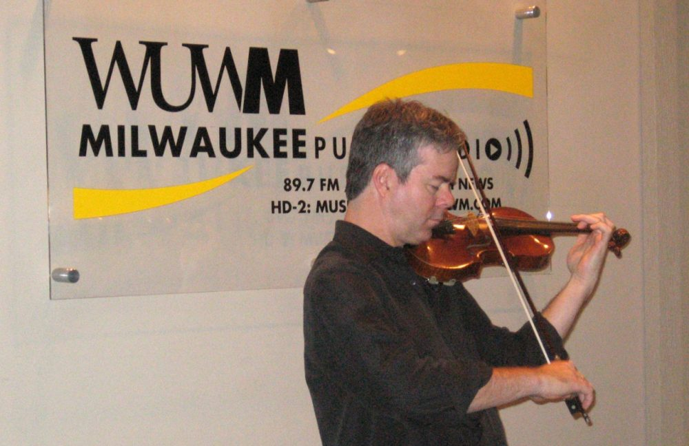 Frank Almond performs with his Stradivarius violin in WUWM's studios in 2008. (Bonnie North)
