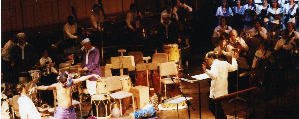 "Robert Spano leading the 2001 performance of """"La Pasión según San Marcos."" (Miro Vintoniv)"