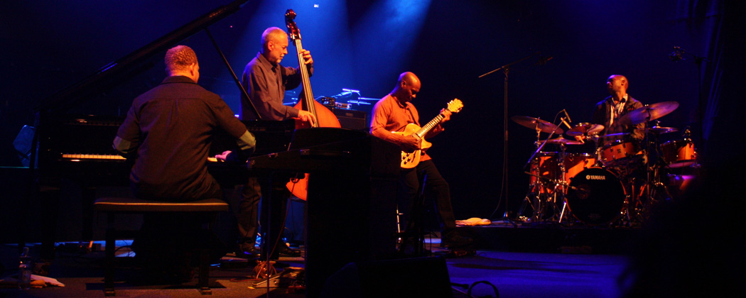 Dave Holland and the members of Prism perform at the German Jazz Festival in October 2013. (Oliver Abels, Wikimedia Commons)