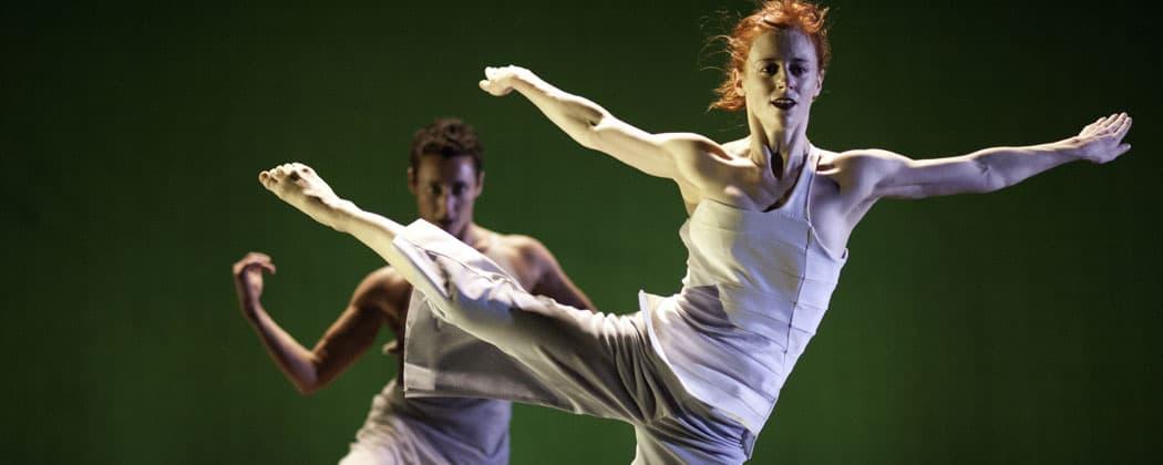 Dancers Leslie Kraus and Bergen Wheeler in a performance of Garden. (Keira Heu-Jwyn Chang)