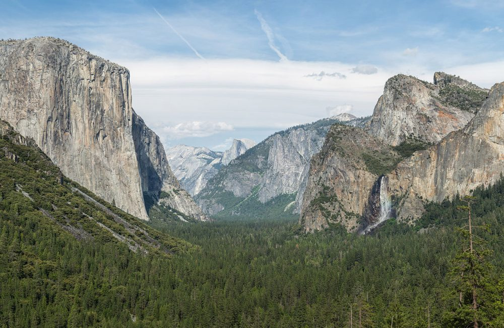 The view of Yosemite Valley from Tunnel View in Yosemite National Park, California. (Diliff/Wikimedia Commons)