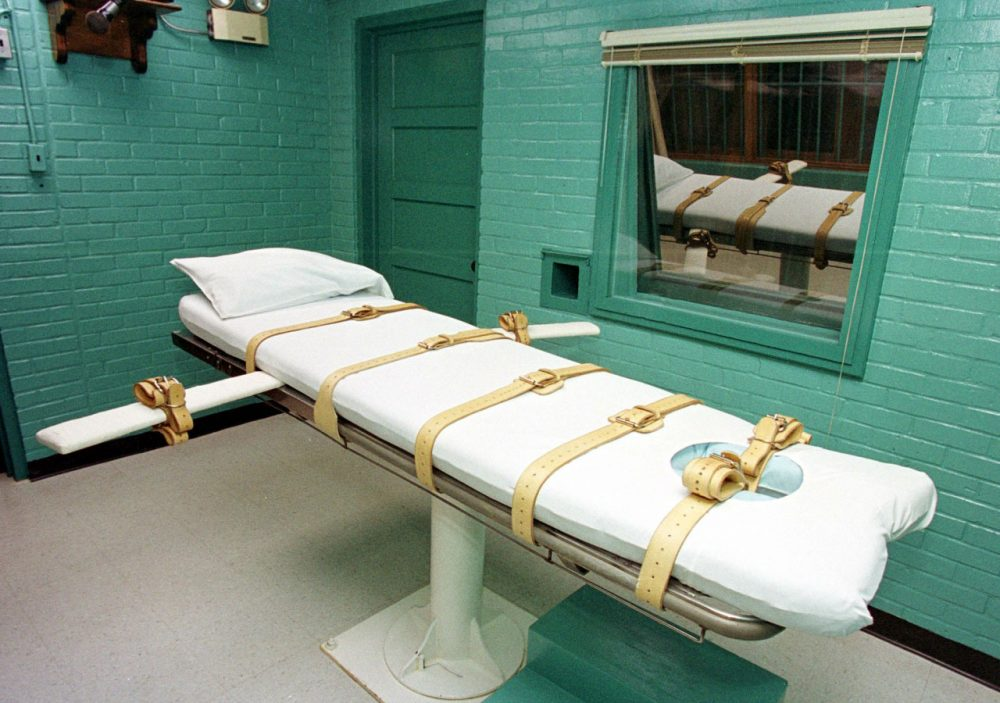 """The """"death chamber"""" at the Texas Department of Criminal Justice Huntsville Unit in Huntsville, Texas, is pictured in February 2000. (Paul Buck/AFP/Getty Images)"""