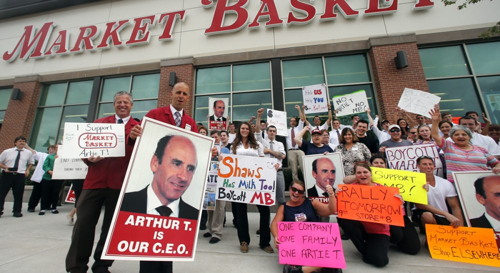 "Thomas Kochan: ""Unless there is a change of course... all parties -- owners, employees and customers -- will lose.""  Pictured: Market Basket assistant managers Mike Forsyth, left, and John Surprenant, second from left, hold signs while posing with employees in Haverhill, Mass., Thursday, July 24, 2014, in a show of support for Arthur T. Demoulas. The former chief executive of the Market Basket supermarket chain whose ouster has led to employee protests, customer boycotts and empty shelves, says he wants to buy the entire company. (AP)"