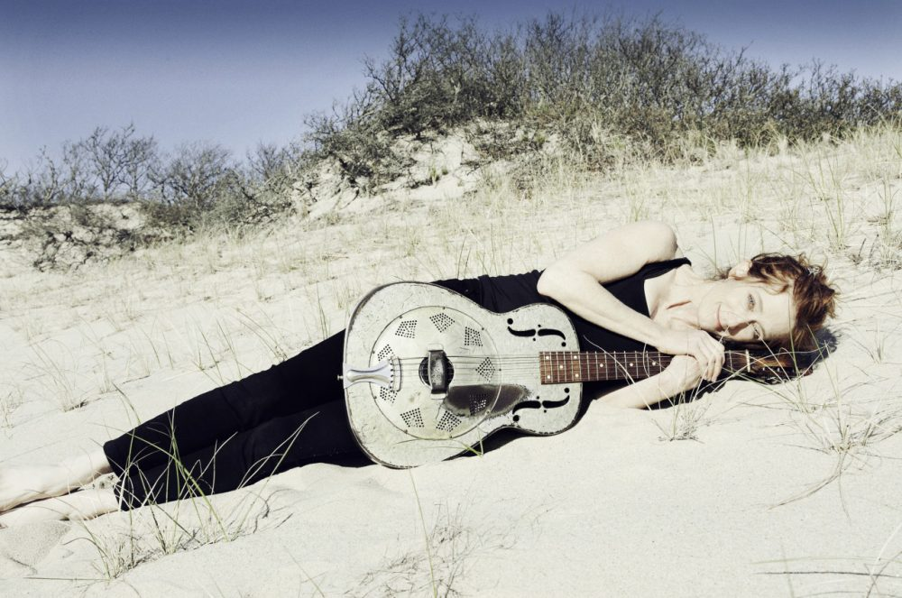 Singer Patty Larkin (Jana Leon)