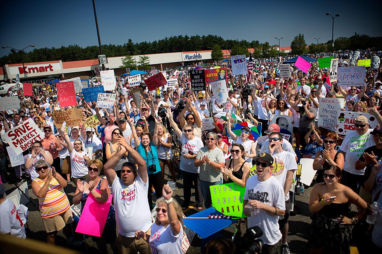 Market Basket employees rally in Tewksbury on Tuesday. (Jesse Costa/WBUR)