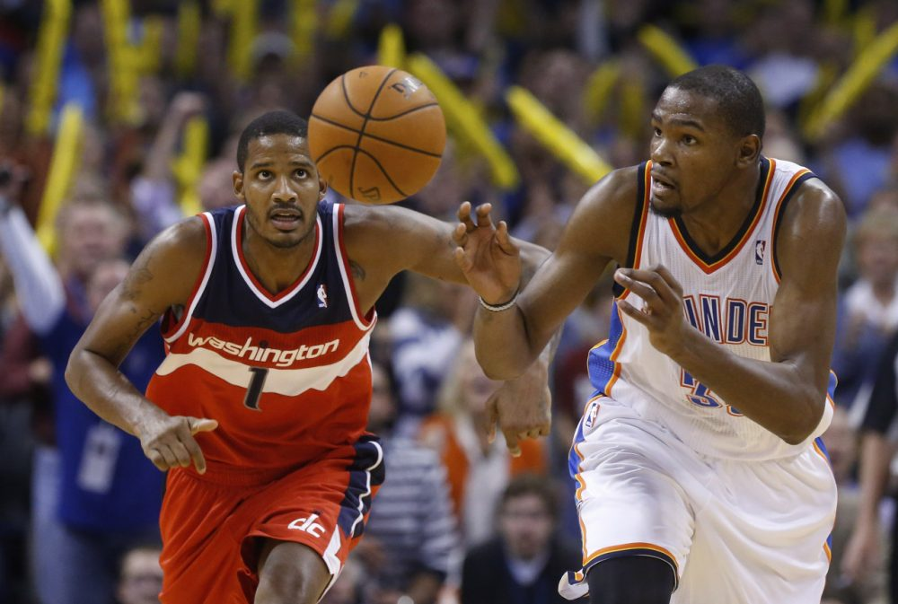 Would a deal with Maryland-based Under Armour suggest Kevin Durant is eyeing the Wizards in 2016? (Sue Ogrocki/AP)