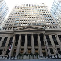 The Federal Reserve Bank of Chicago's entrance on LaSalle Street. (TonyTheTiger/Wikimedia Commons)