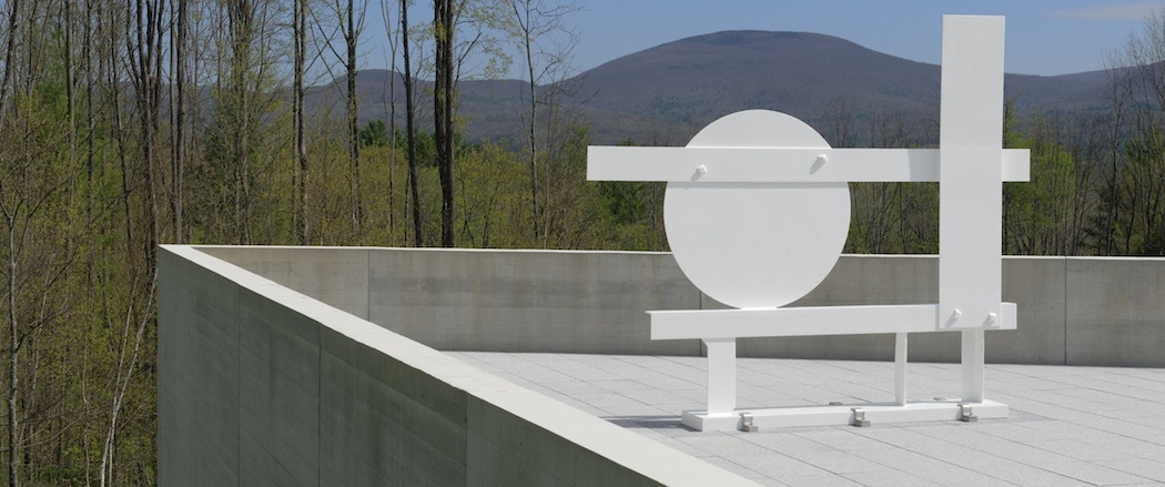 "Installation at the Lunder Center at Stone Hill of ""Primo Piano II,"" 1962. Painted steel, 12x x 146 x 19 in. (314.9 x 370.8 x 48.3 cm). The Estate of David Smith. (Mike Agee)"