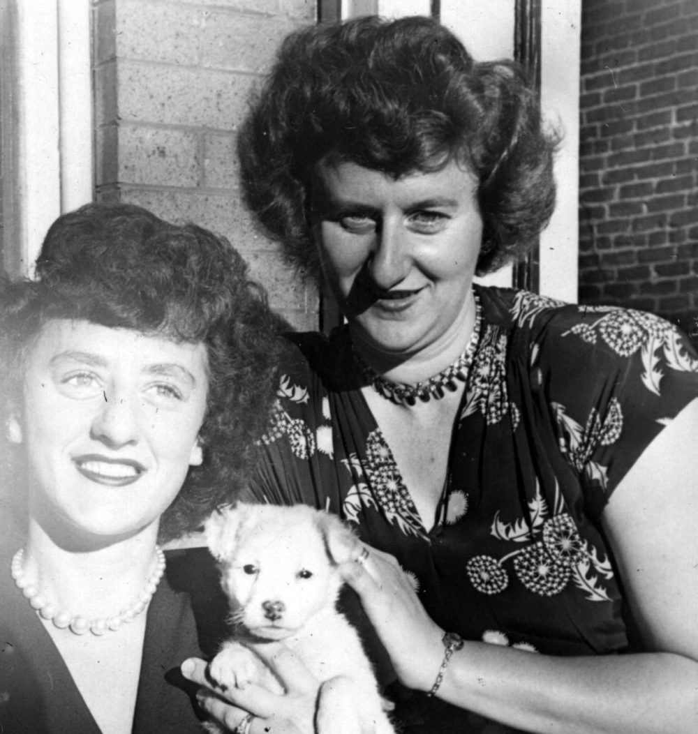 Beatrice Singer, right, and her sister Becky in 1940. (Courtesy of the Singer family)