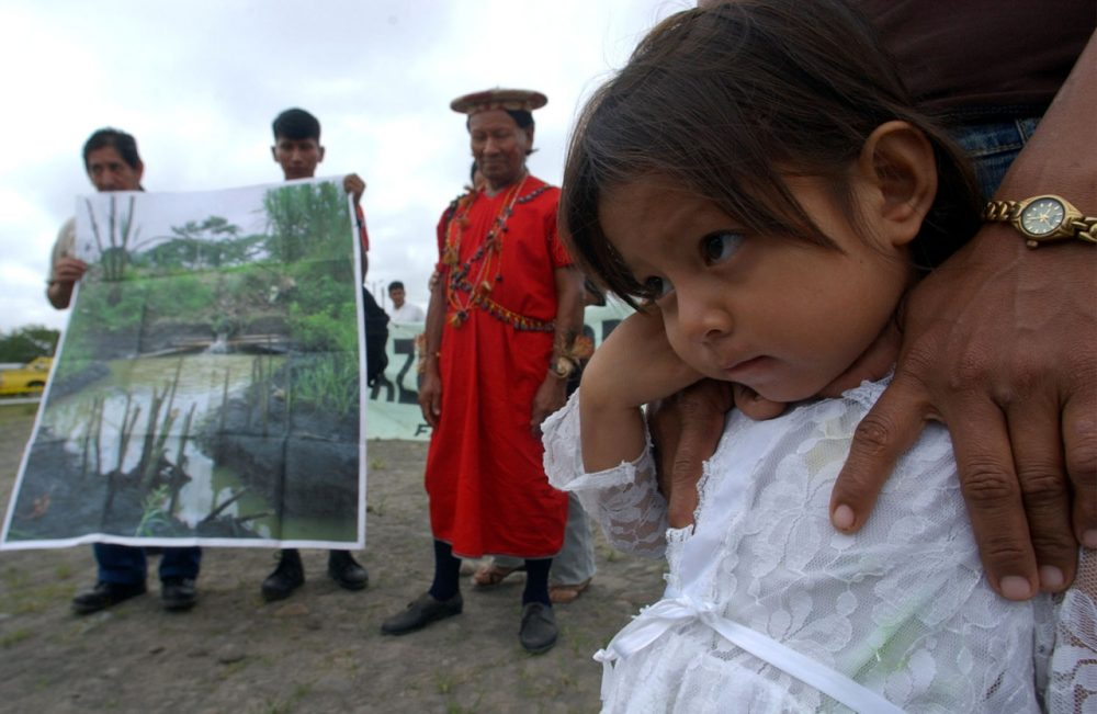 Anayeli Vargas and others affected by oil extraction participate in the fist day of inspections in the trial against Texaco in the Ecuadorean Amazonian region in Joya de los Sachas, Ecuador, Aug. 18, 2004.  (Dolores Ochoa/AP)