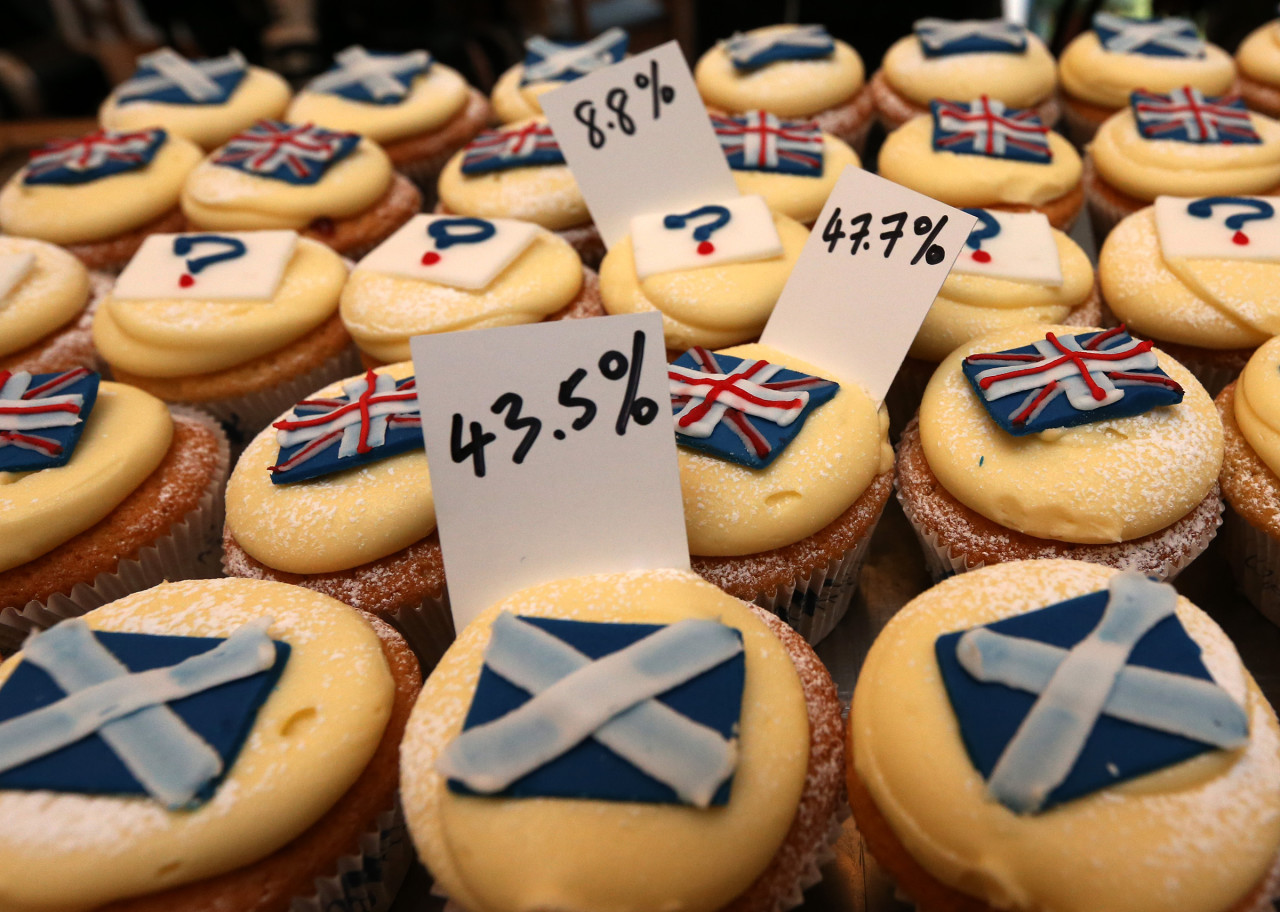 A view of cupcakes decorated with the Union and Scottish Saltire flags, and question marks, along with the results of sales, at Cuckoo's bakery, in Edinburgh, Scotland, Wednesday, Sept. 17, 2014. The bakery has been monitoring the sales of its Union and Saltire flag and undecided cupcakes for 200 days to try and predict the outcome of the referendum. 43.5 percent of sales were Yes cakes, 47.7 percent No, and 8.8 percent undecided. (AP)