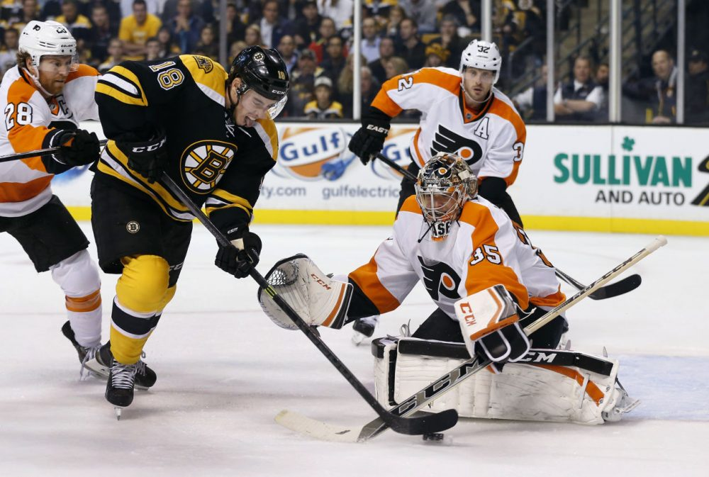 Bruins right wing Reilly Smith (18) shoots but misses as Philadelphia Flyers goalie Steve Mason (35) protects the net. (AP Photo/Elise Amendola)