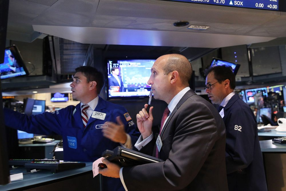Traders work on the floor of the New York Stock Exchange (NYSE) on October 14, 2014 in New York City. Yesterday, the Dow dropped over 200 points as investors grow concerned about the global economy falling back into recession.  (Spencer Platt/Getty Images)
