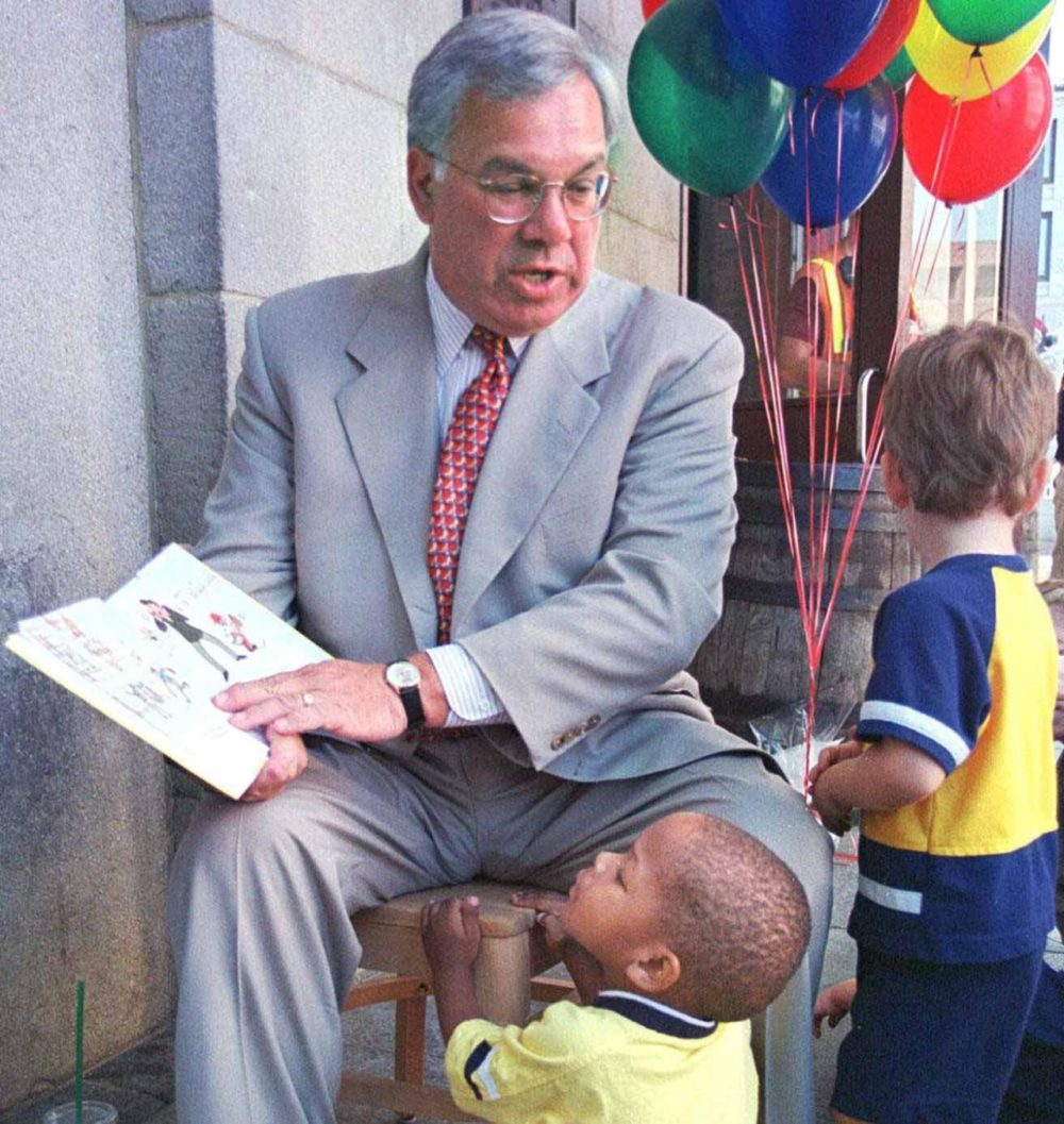 Mayor Menino reads to Boston area elementary children during the kick off of the back-to-school All Books for Children Book Drive on Aug. 4, 1999. (William Plowman/AP)