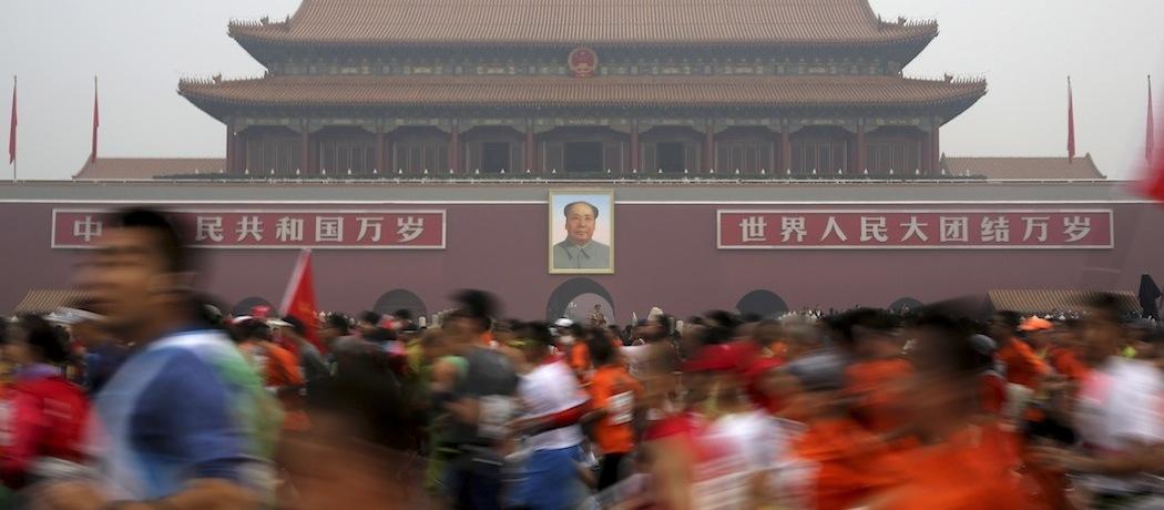 This year's year's smog-filled Beijing International Marathon. (AP/Andy Wong)