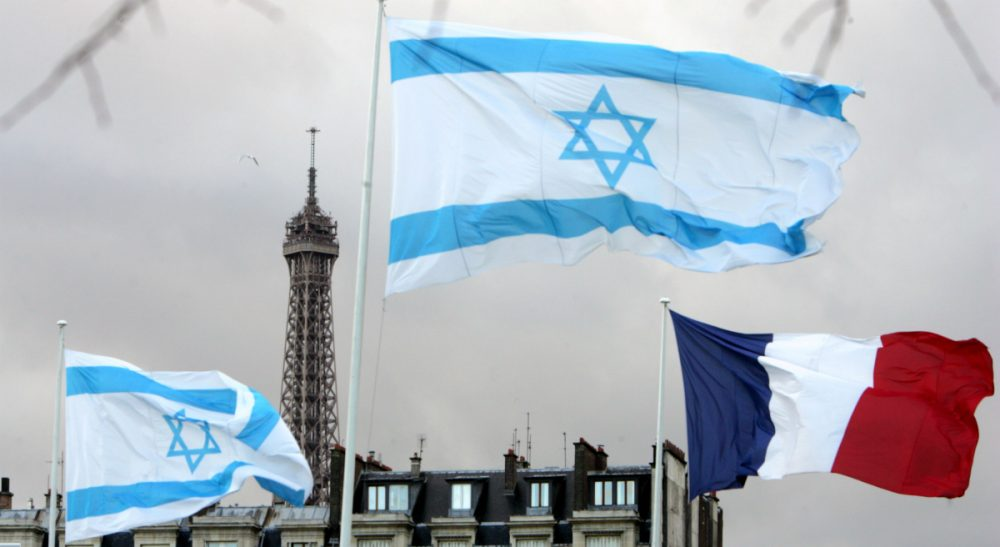 Israeli and French flags fly at the Place des Invalides in Paris, Tuesday, March 11, 2008, on the second day of then-Israeli President Shimon Peres's four-day state visit in France. (Remy de la Mauviniere/AP)