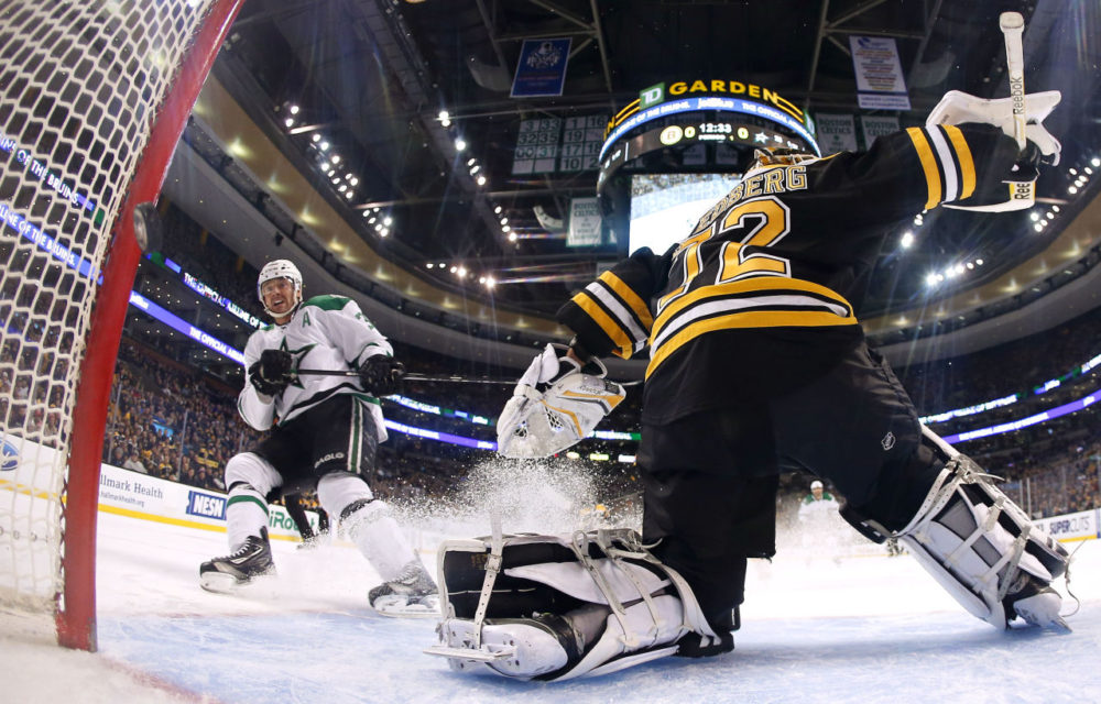 Dallas Stars' Vernon Fiddler watches his shorthanded goal get past Boston Bruins goalie Niklas Svedberg during the first period of the Dallas Stars 5-3 win over the Boston Bruins in Boston, Tuesday. (Winslow Townson/AP)