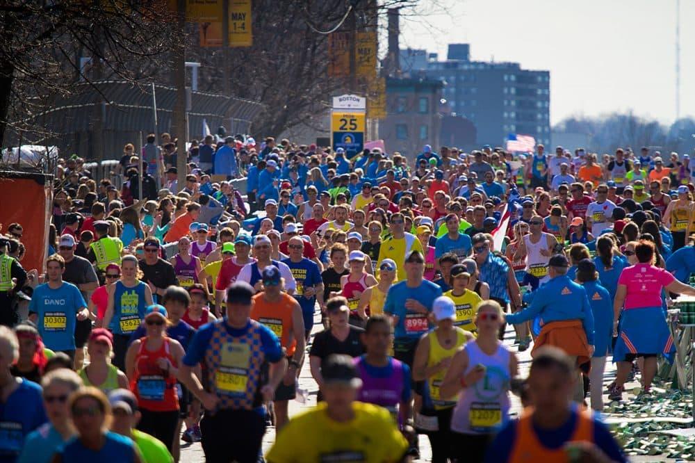 Runners coming over the Mass Pike at the 2014 Boston Marathon. (Jesse Costa/WBUR)