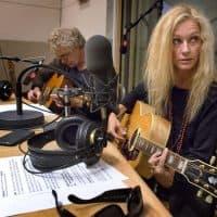 Shelby Lynne playing in WBUR's studios. (Robin Lubbock/WBUR)