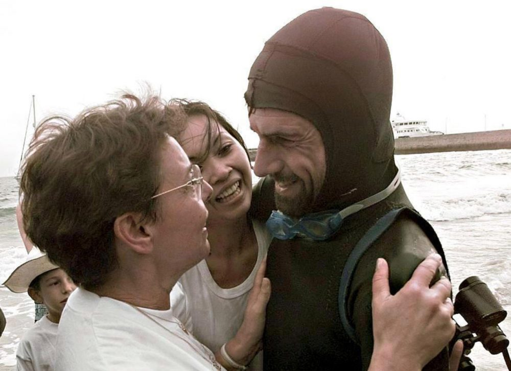 "French swimmer Benoit ""Ben"" Lecomte (right) is greeted on September 25, 1998, on the beach of Port-Maria in Quiberon by his girlfriend Tinny (center) and his mother Liliane (left), after swimming across the Atlantic, from the United States to France. (Marcel Mochet/AFP/Getty Images)"