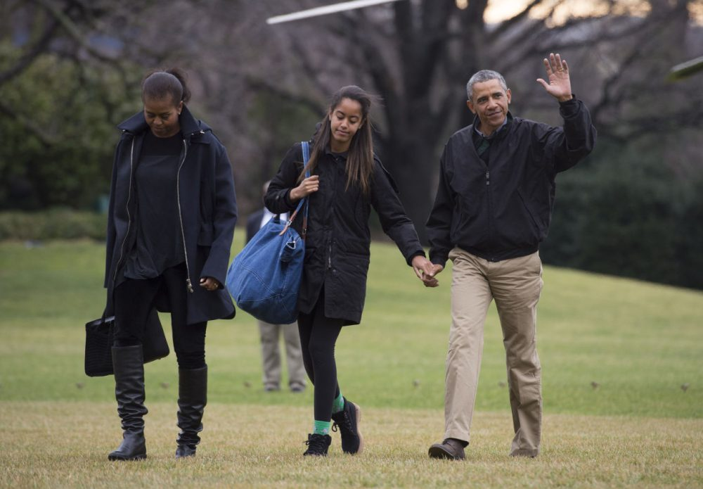 President Barack Obama returns to the White House with first lady Michelle Obama, and his daughters Sasha and Malia January 4, 2015 in Washington, D.C. (Kevin Dietsch/Getty Images)