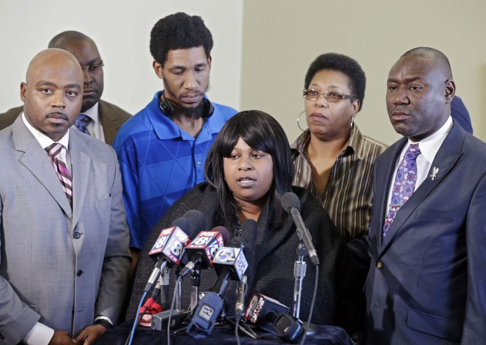 Samaria Rice, center, speaks about the investigation into the death of her son Tamir Rice, at a news conference with attorneys Walter Madison, left, and Benjamin Crump in Cleveland on  Jan. 6, 2015. (Mark Duncan/AP)