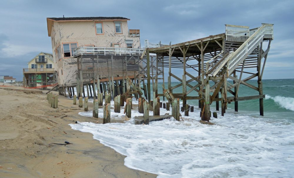 Storm-damaged houses in Nags Head, N.C. (Dave DeWitt)