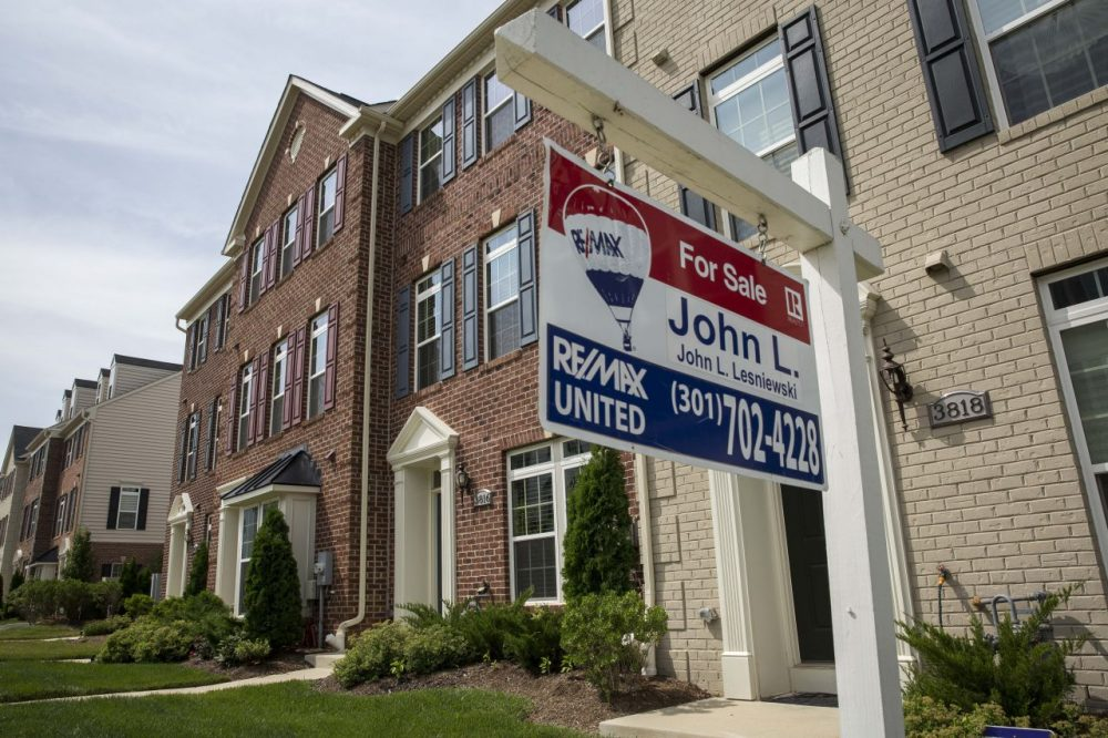 A 'For Sale' sign sits in the front yard of a townhouse June 23, 2015 in Northeast Washington, D.C. Purchases of new homes in the U.S. rose in May to the highest level in seven years, signaling that the industry may be gaining momentum heading toward the second half of the year. (Drew Angerer/Getty Images)