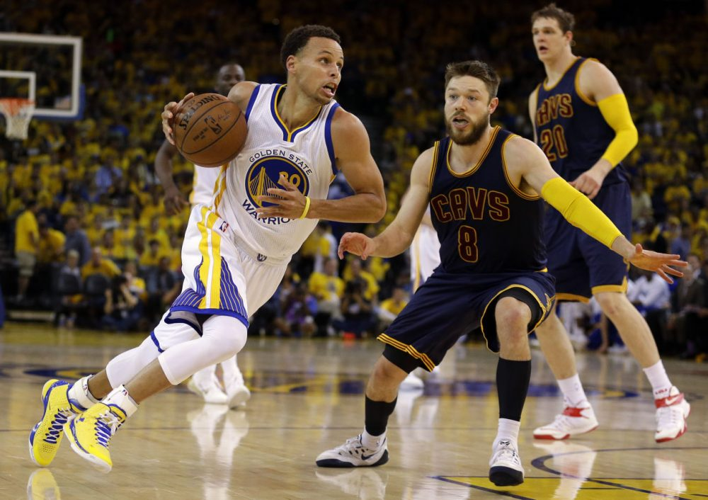 Matthew Dellavedova shut down Stephen Curry in Game 2 of the NBA Finals, not letting the MVP score a basket against him. (Ben Margot/AP)