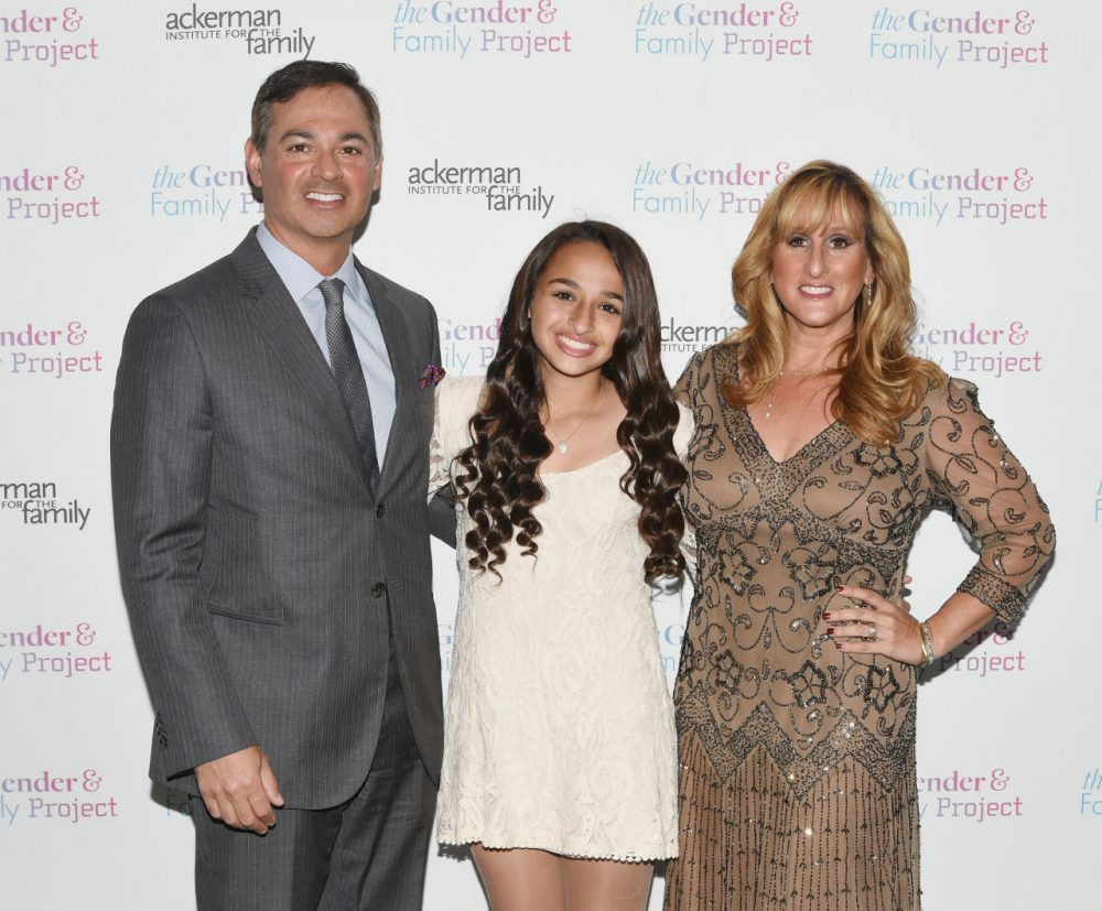 """Jazz Jennings poses with her parents at an event for The Ackerman Institute's Gender & Family Project's """"A Night of a Thousand Genders"""" in March 2015. (Andrew H. Walker/Getty Images)"""
