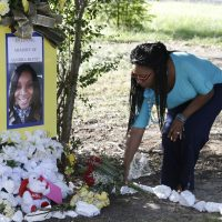 Jeanette Williams places a bouquet of roses at a memorial for Sandra Bland. (Pat Sullivan/AP)