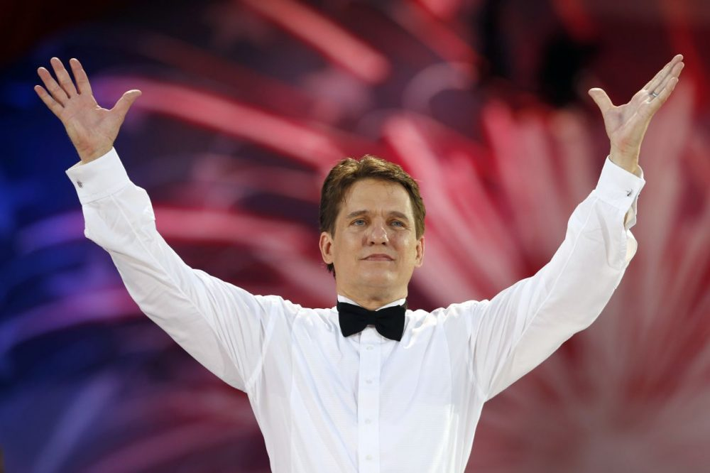 Boston Pops conductor Keith Lockhart takes a bow during rehearsal for the orchestra's Fourth of July concert in 2013. (Michael Dwyer/AP)