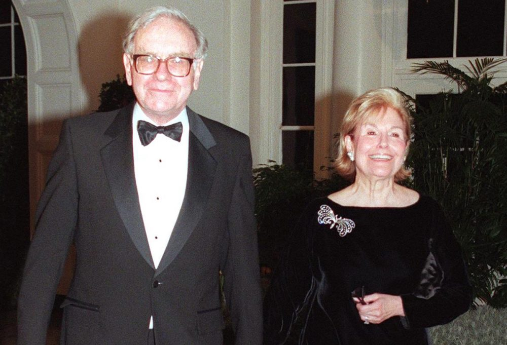 Warren Buffett arrives with his wife Susan at the White House for a state dinner in honor of the British Prime Minister Tony Blair and his wife Cherie in 1998. (Chris Kleponis/AFP/Getty Images)