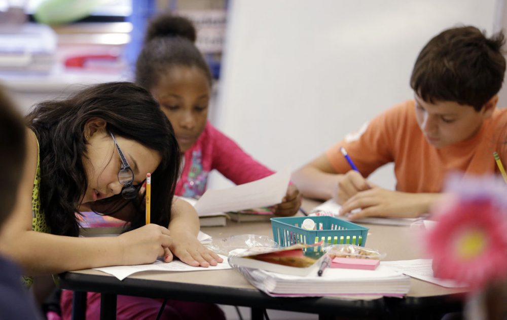 Fifth graders write during class at John Hay Elementary school in Seattle,  Oct. 2, 2014. (Elaine Thompson/AP)