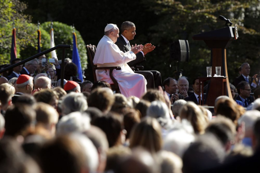 Pope Francis and President Barack Obama applaud during the arrival ceremony at the White House on September 23, 2015 in Washington, DC. More than 11,000 people gathered in the South Lawn during the ceremonial welcome. (Alex Wong/Getty Images)